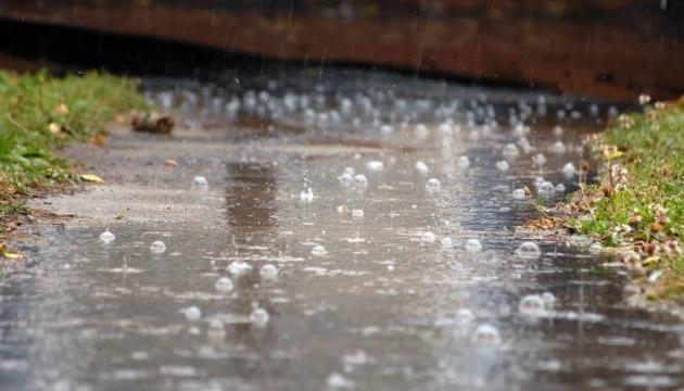 В Україні скрізь дощитиме, місцями град та шквали