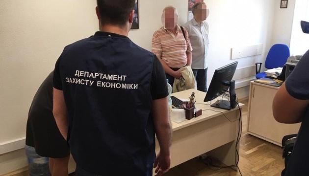 У Києві на хабарі погорів головний податковий ревізор