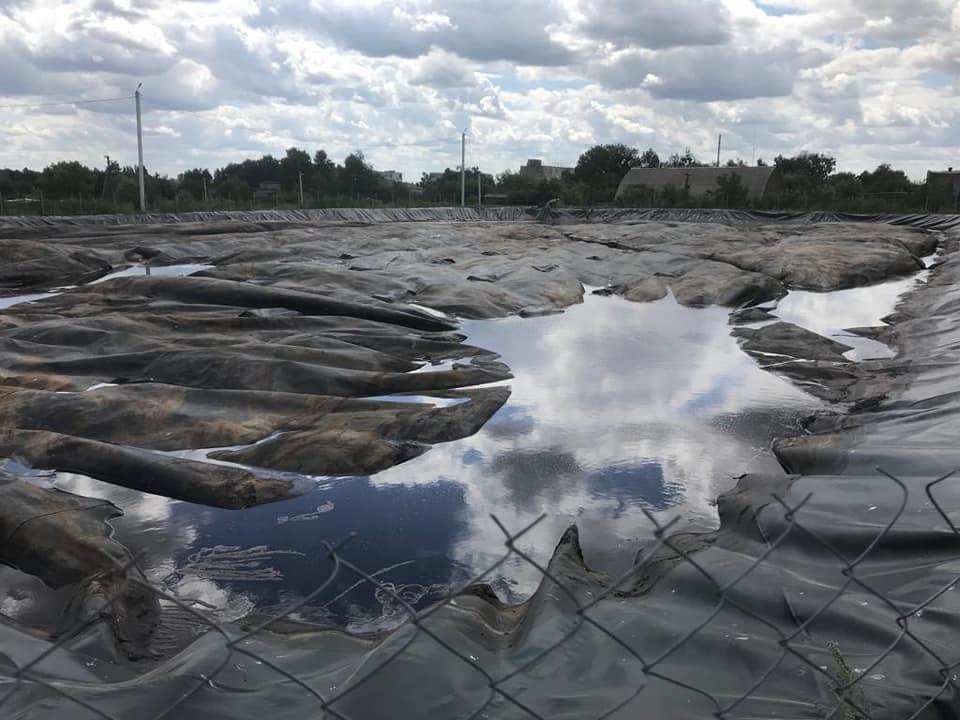 Усю південно-західну частину Луцька омивають озера з нечистотами. ФОТО