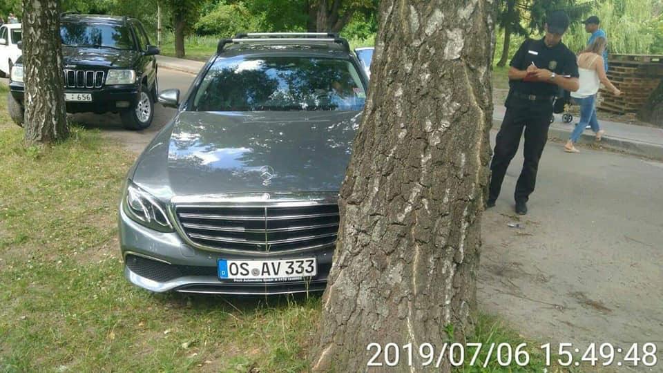 У Луцьку інспектори склали на «автохамів» ще десяток протоколів за неправильне паркування