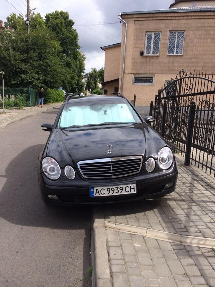 У Луцьку «автохам» традиційно паркується на тротуарі