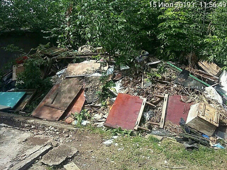 У Луцьку продовжують демонтаж самовільно встановлених споруд та вивезення великої кількості сміття. ФОТО