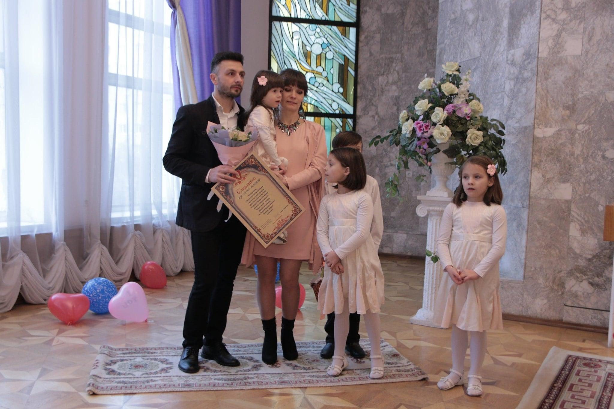 За перше півріччя 2019 року у Луцьку зареєстрували 828 пар наречених