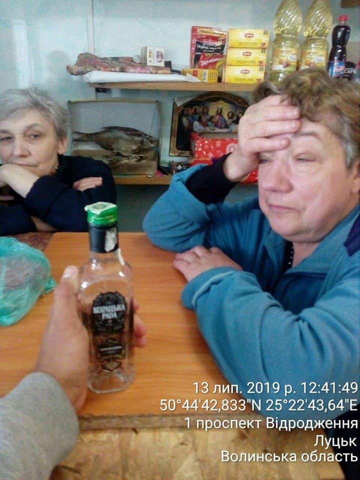 У Луцьку жінка вдруге попалась на продажі сурогату алкоголю. ФОТО