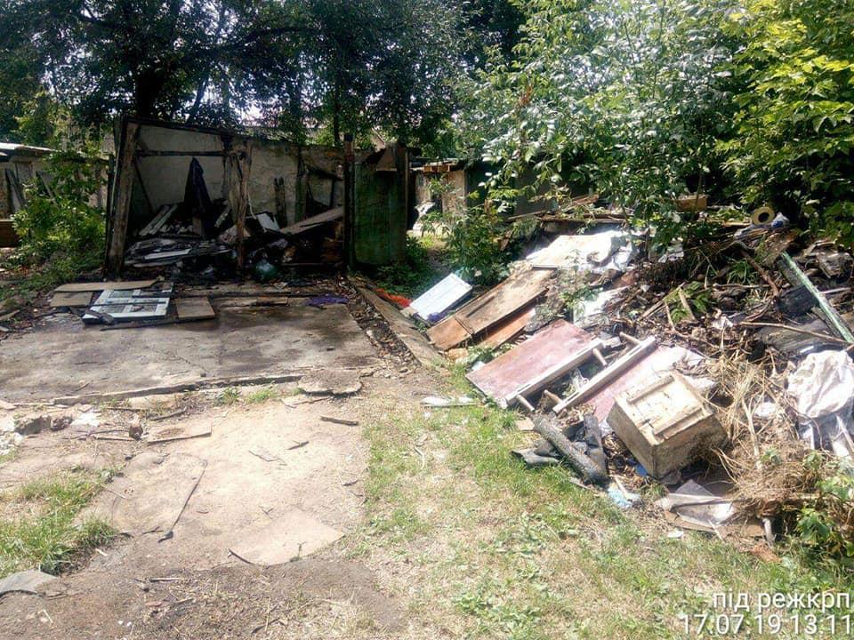 У Луцьку відновлюють благоустрій шляхом вивезення сміття та різних відходів. ФОТО