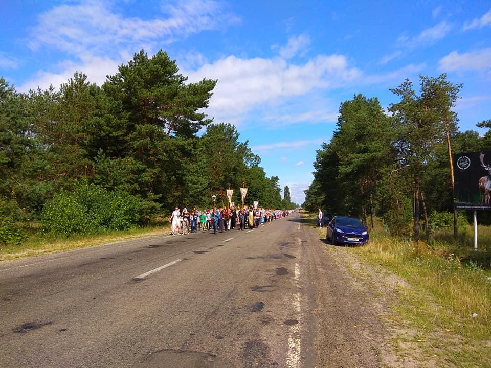 Волиняни йдуть хресним ходом до Почаєва. ФОТО