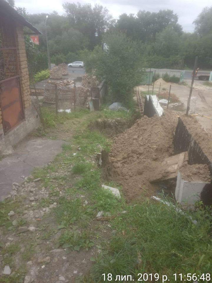 У Луцьку внаслідок будівництва утворилося провалля