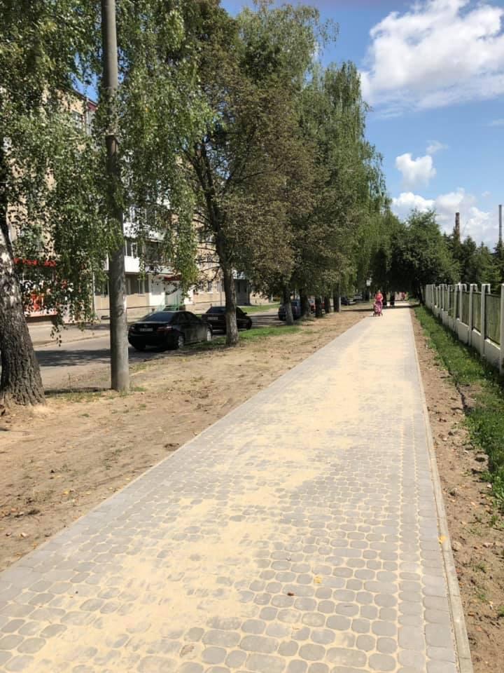У Луцьку відремонтували тротуар поруч з пологовим будинком. ФОТО