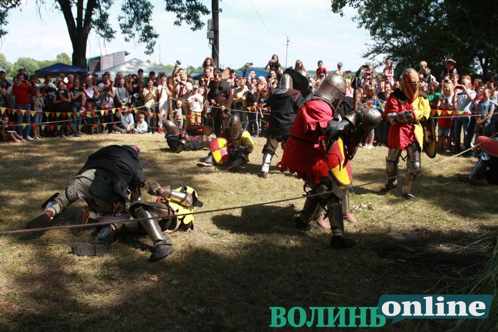 Перший день фестивалю «Княжий»: модні покази, українська музика та середньовічні розваги. ФОТОРЕПОРТАЖ