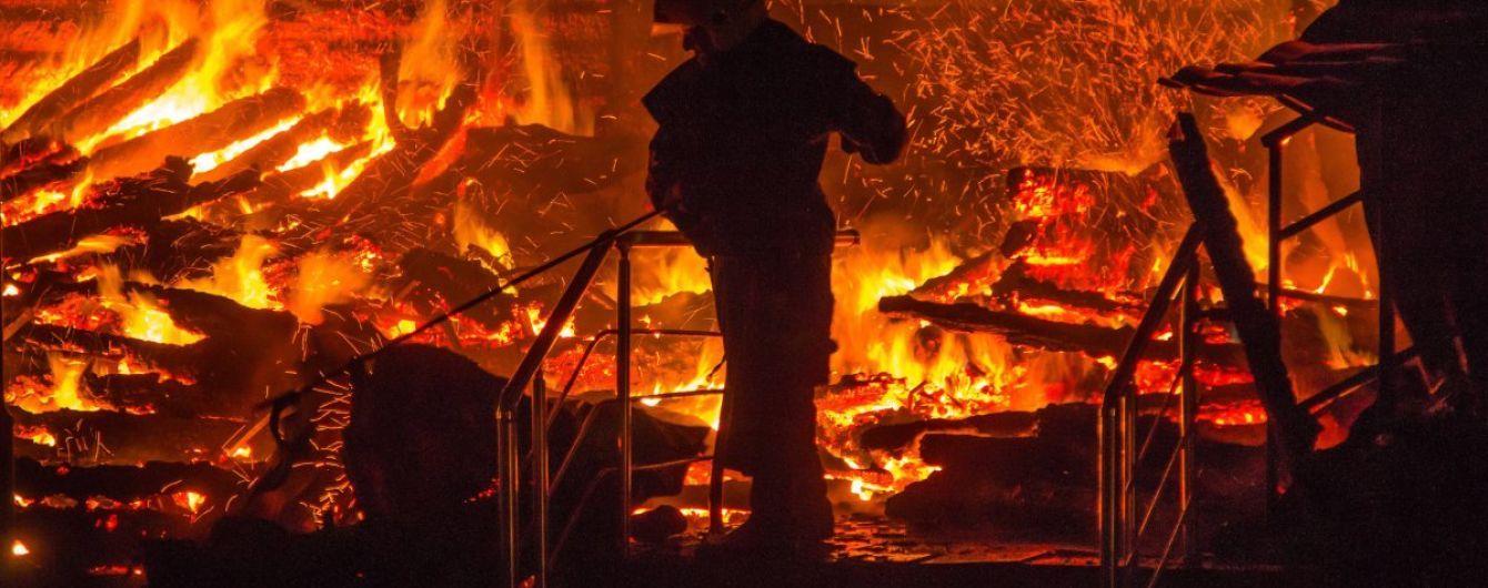 На Волині унаслідок розряду блискавки загорілося складське приміщення