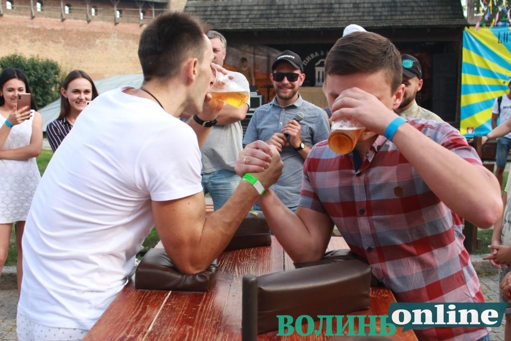 Емоції першого дня фестивалю пива та м'яса. ФОТОРЕПОРТАЖ