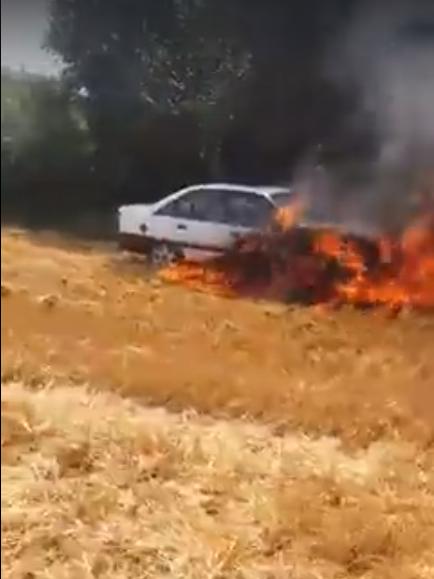 На Волині прямо посеред поля згоріла машина. ВІДЕО