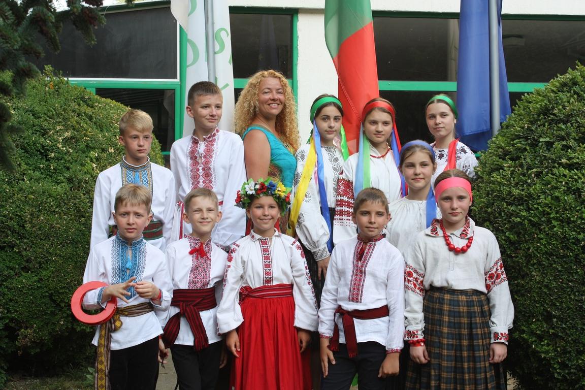 Луцький дитячий колектив повернувся із кубком із фестивалю у Болгарії
