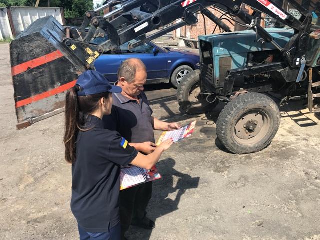 У Луцькому районі рятувальники навчали людей правил пожежної безпеки