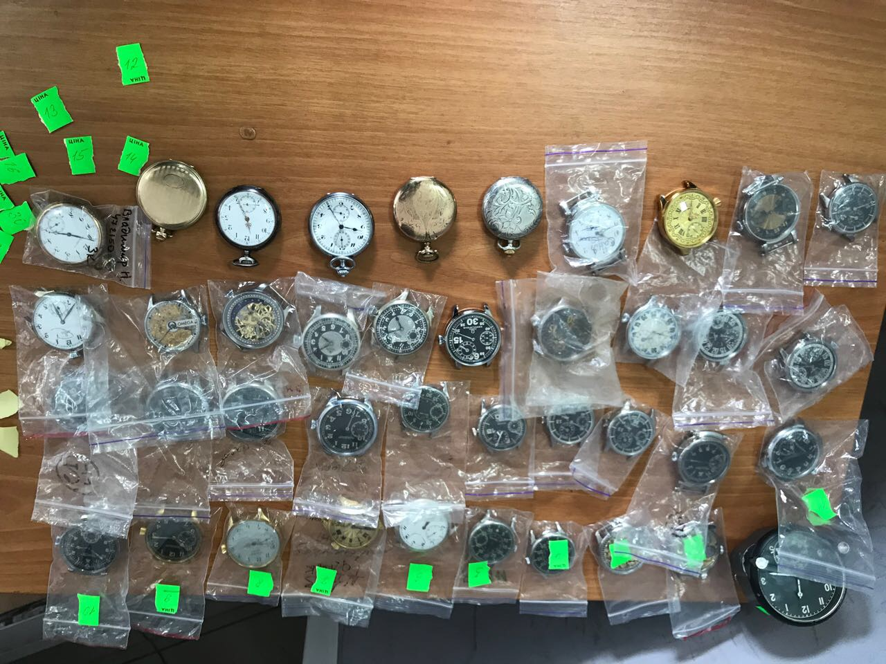 На «Ягодині» митники затримали німця, який намагався вивезти з України колекцію годинників