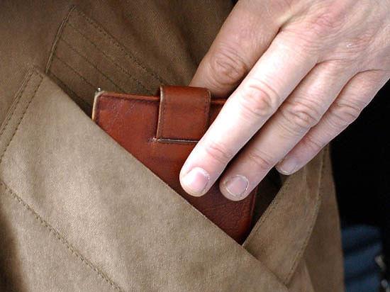 На Волині у чоловіка викрали гроші в маршрутному таксі