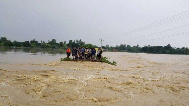 Від повеней і зсувів у Непалі загинули 32 людини