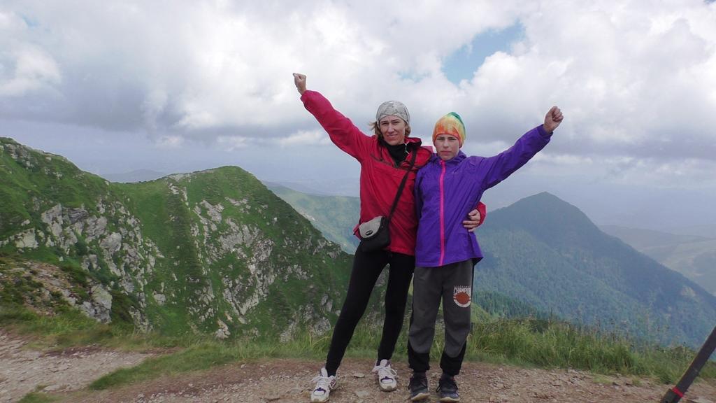 Юні туристи з Волині підкорили найвищі вершини українських Карпат. ФОТО