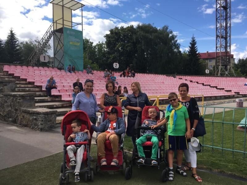 У Луцьку діти, які потребують особливої соціальної підтримки, відвідали головну спортивну подію міста. ФОТО