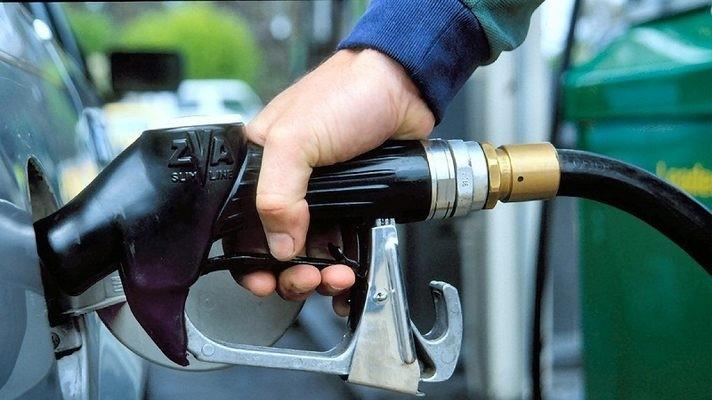 Уряд тимчасово запровадив граничні націнки на паливо