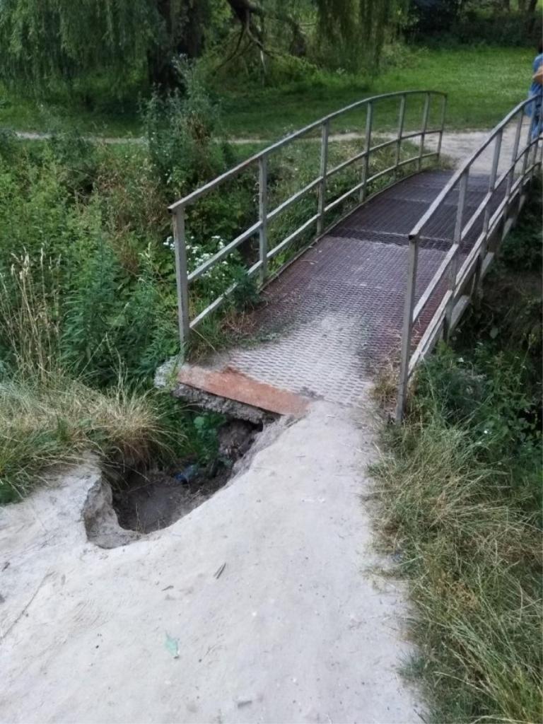 У Луцьку просять відремонтувати аварійний міст