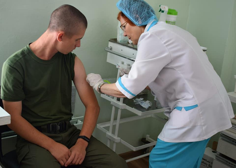 У Луцьку військовослужбовців вакцинують від кору