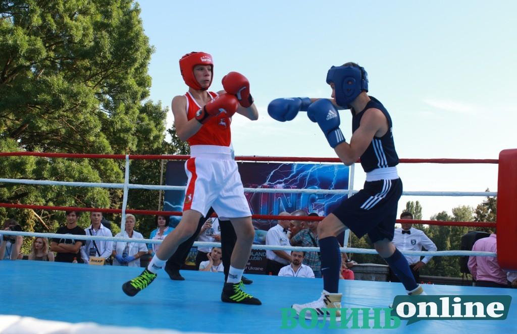 У центрі Луцька билися боксери з Луцька та Любліна. ФОТО