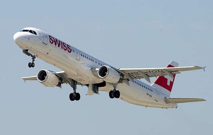 Два літаки були змушені повернутись в аеропорт Цюриха після влучання блискавок