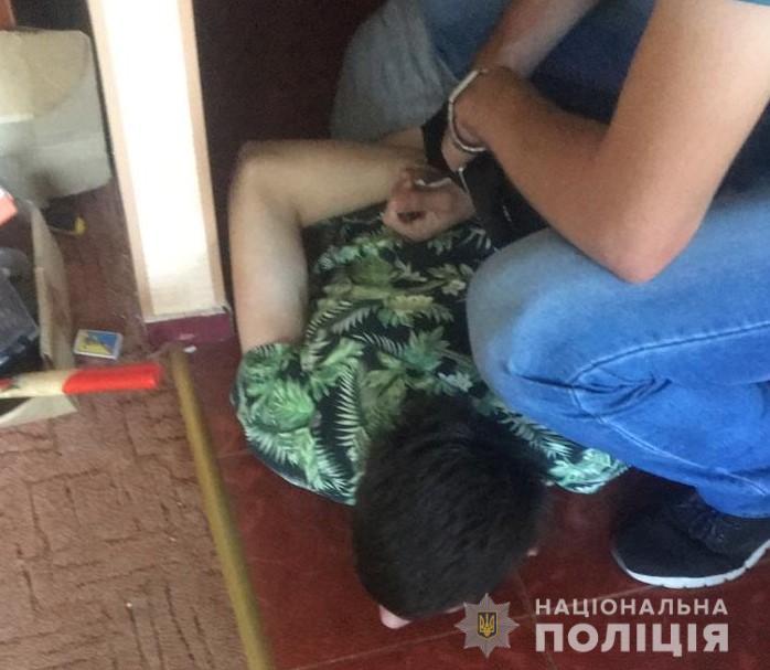 У Луцькі затримали молодиків, які через інтернет продавали наркотики. ФОТО