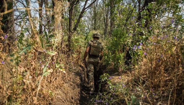 На Донбасі ворог гатить із гранатометів і кулеметів
