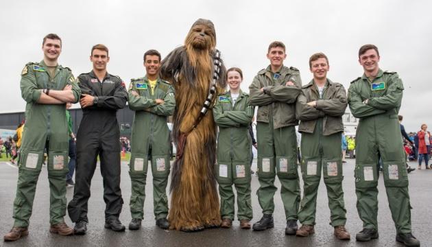У Британії військовим льотчикам дозволили носити бороду