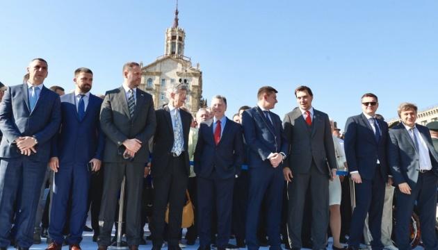Вітати українців з Днем Незалежності прийшли на Майдан Волкер і Тейлор