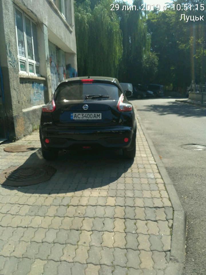 У Луцьку на «автохамів» склали більше 100 протоколів за неналежне паркування. ФОТО