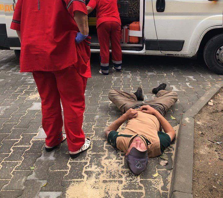 У Луцьку на вулиці виявили чоловіка у непритомному стані. ФОТО