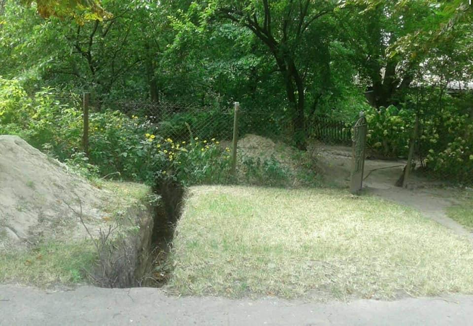 У Луцьку муніципали виявили прокладання каналізації без відповідного документа. ФОТО