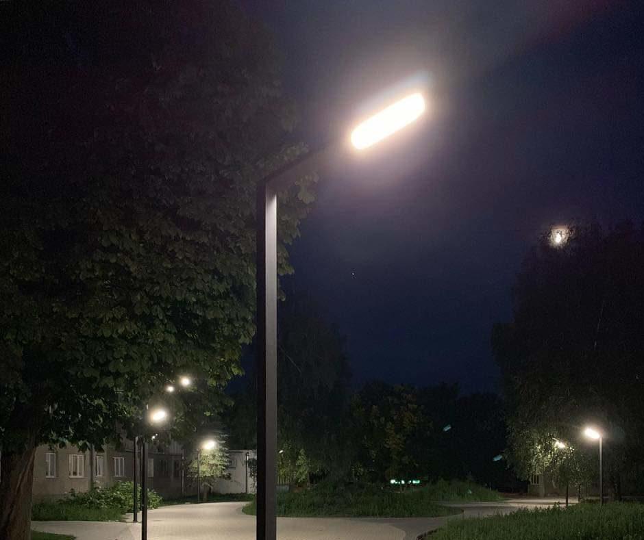 У луцькому сквері встановили нові ліхтарі. ФОТО