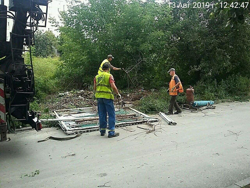 У Луцьку продовжується демонтаж незаконно розміщених тимчасових споруд та конструкцій. ФОТО