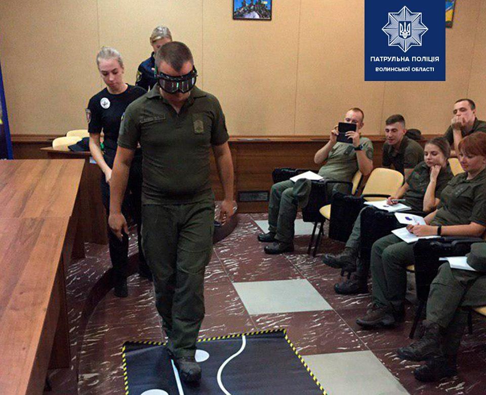 У Луцьку патрульні показали нацгвардійцям «алкоокуляри». ФОТО