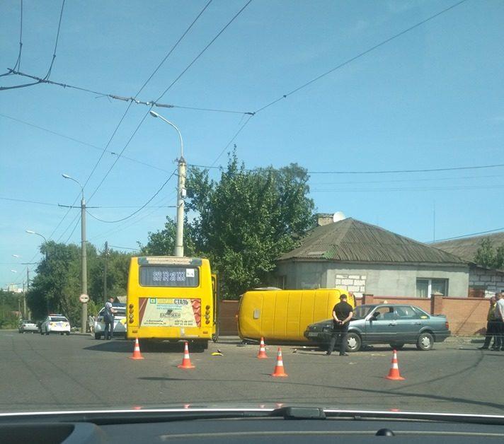У Луцьку через ДТП за участю маршрутки ускладнений рух на перехресті