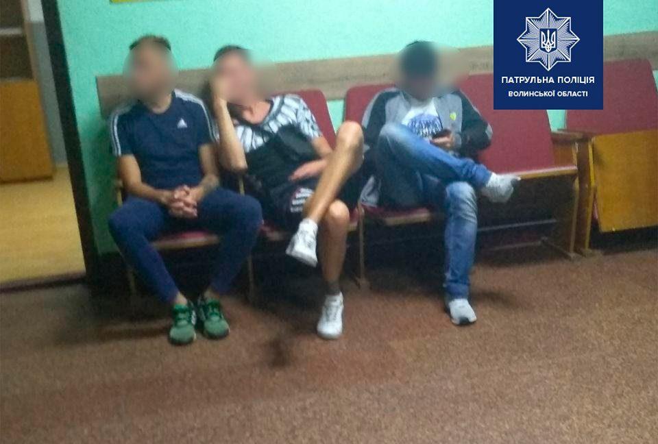 У Луцьку двоє молодиків побили охоронця торгового центру