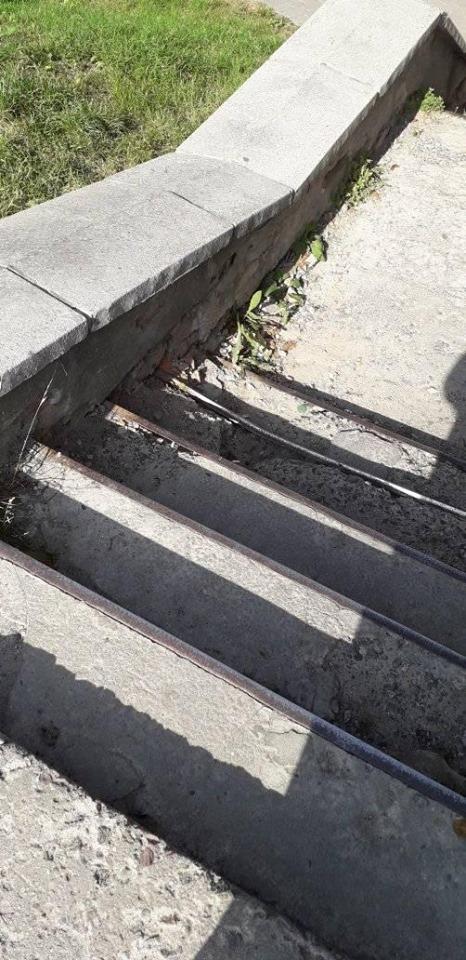 У Луцьку просять відремонтувати сходи, які ведуть у Старе місто