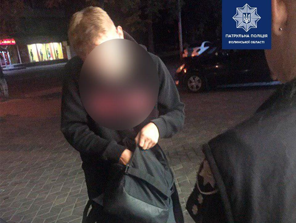 У Луцьку затримали молодика з пристроєм для куріння наркотичних речовин