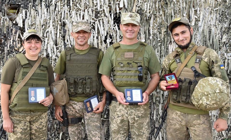 Бійцям 14 окремої бригади вручили відзнаки та грамоти. ФОТО