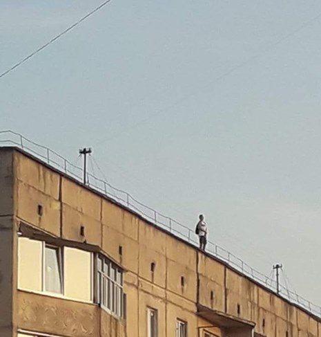 У Луцьку діти лазять по дахах
