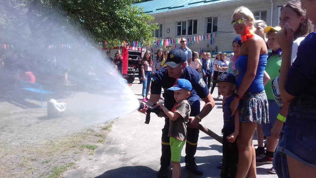 Волинські рятувальники провели цікаве навчання у дитячому таборі. ФОТО