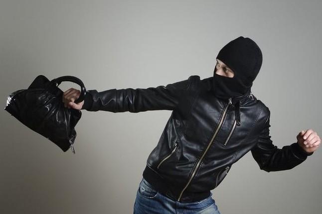 На Волині 18-річний хлопець викрав сумку з грошима