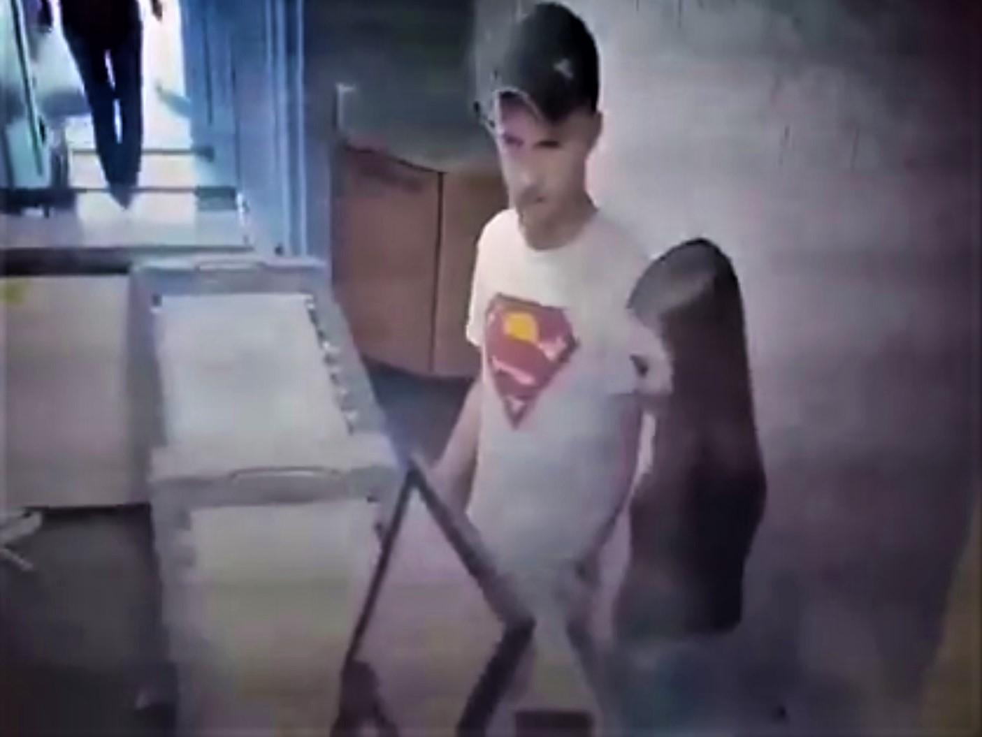 У Луцьку в жінки викрали телефон в магазині