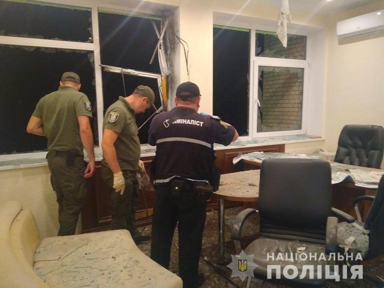 У Києві невідомі вистрілили в будівлю із гранатомета
