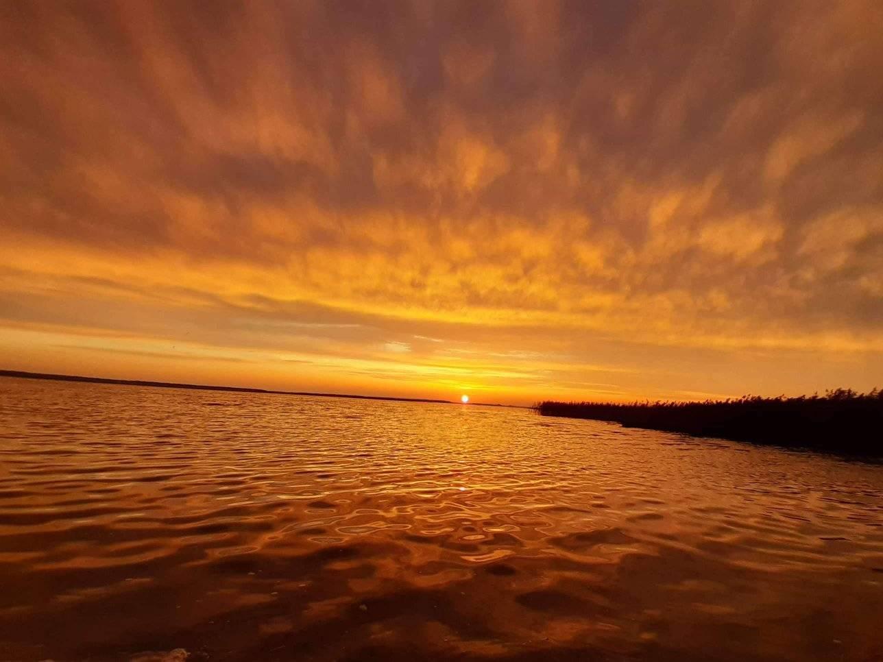 Неймовірний захід сонця на Світязі. ФОТО