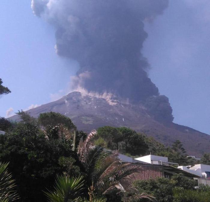 За останні місяці італійський вулкан вдруге прикинувся